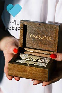 Personalizowane pudełeczko na obrączki. Więcej na http://papier-nozyce.pl/pl/c/Pudelka-na-obraczki/14 i https://www.facebook.com/Papier.nozyce/?fref=ts