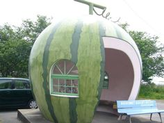 Giant Fruit-Shaped Bus Stops Line Streets in Japan Fruit Bus Stops in Japan, photo by Ameblo – Inhabitat - Sustainable Design Innovation, Eco Architecture, Green Building Eco Architecture, Japanese Architecture, Amazing Architecture, Brutalist Buildings, Bus Shelters, Pumpkin Carriage, Busa, Unique Buildings, Best Fruits
