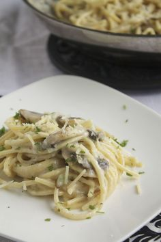 Spaghetti in Creamy Mushroom & Garlic Sauce