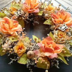 S+motýlky+Věneček+se+sušinou+a+látkovými+květinami,+průměr+30+cm.