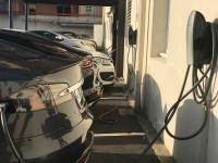 L'hôtel Center de #Brest est encore à la pointe avec 2 nouvelles bornes pour charger les voitures #Tesla Seul hôtel à proposer ce service dans le Finistère! http://www.hotelcenter.com/informations/actualites/215-tesla-superchargeur-brest.html