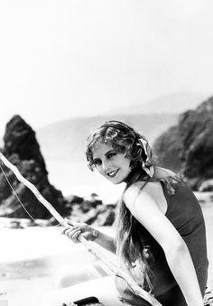 Thelma Todd the glamorous Fisher woman 💕💋🌹👄💋🌹💋💕 Black White Photos, Black And White, Thelma Todd, Glamour Shoot, Harold Lloyd, Pre Code, Hollywood Glamour, Seaside, Grunge