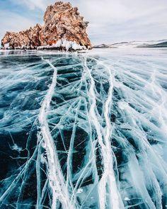 De splendides photos du lac Baikal sous la glace par Kristina Makeeva  2Tout2Rien