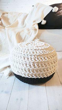 Pouf Crochet  Thick Cotton  Black and White por lacasadecoto