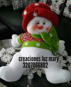 Nieve sentado Christmas Crafts, Christmas Ornaments, Yoshi, Snowman, Diy And Crafts, Alice, Holiday Decor, Pattern, Ideas