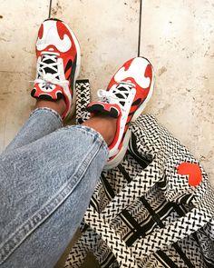 Wir lieben die Yung1 Sneaker, die natti_nacho bei adidas geshoppt hat! Die coolen Ugly Sneaker in Rot passen zu allem: Jeans, Kleid, Culotte! #sneaker #outfit #fashion #frühlingsoutfit #jeans #COUCHstyle