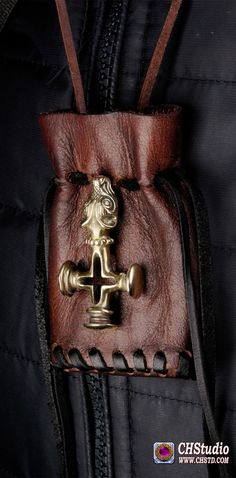 ...A magnificent jewel, throughout you feel its power! It is an outstanding craftmansship and a fantastic handling of bronze! I love it!!! ...You can place orde in our store www.chstd.com We ship world wide. #Iclandic Hammer