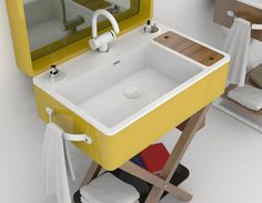 Sanitari / Lavabo, bidet, wc My Bag, di Olympia Ceramica, Design Gianluca Paludi Misure: L 75 cm – P 57 cm - H 90 cm (chiuso) – H 186 cm (aperto) Le misure del lavabo sono: L 75 cm – P 48 cm – H 16 cm