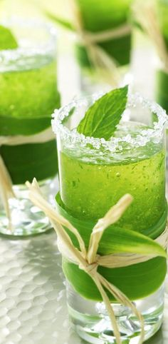 Mini mint mojitos in a tall shot glass, wrapped with a leaf and raffia. #green #drink