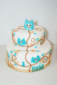 Love the use of the tiffany blue for the owls and the floral elements. I love this! Cute!
