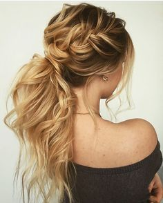 The reason why messy ponytail hairstyles are so popular is that they are very easy to achieve. The messy ponytail hairstyle can be upgraded, updated and modified to accommodate all facial shapes, hair texture and length, as well as any occasion. Easy Hairstyles, Wedding Hairstyles, Hairstyles 2018, Hairstyle Ideas, Messy Ponytail Hairstyles, Twisted Ponytail, Formal Hairstyles For Long Hair, Latest Hairstyles, Updos For Thin Hair