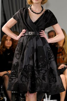 Christian Dior at Couture Spring 2012 - Details Runway Photos Christian Dior Couture, Dior Haute Couture, Classy Casual, Stylish Outfits, Evening Dresses, Runway, Glamour, Pictures, Photos