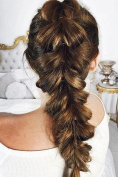 Pull through braid recreation by @beautylakomka <3 We love this hairstyle!  Tutorial for this look: www.bit.ly/pullthroughbraid. Remember to tag us in your #luxyhair recreations for a chance to be featured. xo