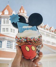 Disney Desserts, Snacks Disney, Cute Desserts, Disney World Essen, Comida Disney World, Disney World Food, Walt Disney World, Comida Disneyland, Best Disneyland Food