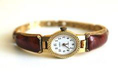 Génial montre vintage en or avec des pierres dans les années 80.    Vintage montre mécanique « Tchaïka ». En URSS dans les années 80.  Regarder en