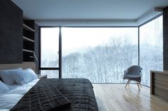 Bedroom with a view.  Panoramavinduene sørger for malerisk skogsutsyn og en poetisk start på dagen. Fra ett av husets fire soverom.