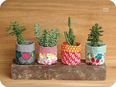 ViVá Studio: Suculentas!! ♥ House Plants Decor, Plant Decor, Diy Home Crafts, Diy Crafts For Kids, Diy Flowers, Flower Pots, Plant Bags, Cactus Plant Pots, Plant Covers