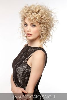 Romantic and perfectly formed spirals paired with a ravishing golden hue create the ultimate style must-have for spring. Curly Hair With Bangs, Curly Hair Tips, Short Curly Hair, Curly Girl, Curly Hair Styles, Curls Rock, Hot Haircuts, New Hair Do, Curly Hair Problems