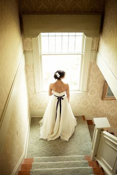 ...this is just like standing on  the landing of our staircase...even the gold wallpaper! My hubby and i dreamed of our daughter coming down our staircase on her wedding day when we bought the house 17 years ago!
