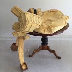 Mieke Vasse - Slow Down - hout, textiel, polyether