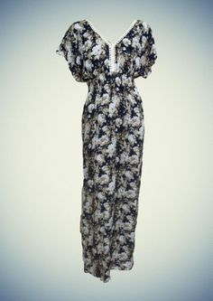 Εμπριμέ μάξι φόρεμα με λεπτομέρια από δαντέλα στο ντεκολτέ. Αποκλειστικά στην ANEL! ♥