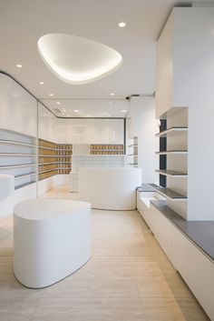 With the new interior architecture of the Friedrichstadt Apotheke, a pharmacy close to the famous Friedrichstraße, the Berlin based wiewiorra hopp Plafond Staff, Mobile Shop Design, Iphone Shop, Pharmacy Store, Cosmetic Shop, Cosmetic Clinic, Store Interiors, Retail Interior, Retail Shop