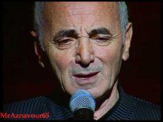 Charles Aznavour chante Les deux guitares 1997 au Palais des Congrès de Paris...Voilá :)