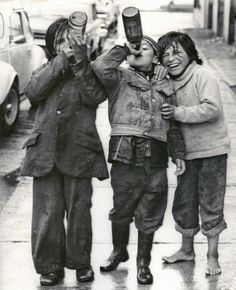 Children of Puerto Montt, Chile, 1978 – by Luis Navarro Vega Chilean - history Bad Kids, Cute Kids, Black White Photos, Black And White Photography, Old Pictures, Old Photos, Vintage Photographs, Vintage Photos, Photographie Portrait Inspiration