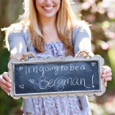 Awesome ways to announce your engagement! (photo: Toni Lynn Photography)