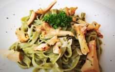 Tagliatelle in feiner Eierschwammerlsauce von cookingsociety.at Spaghetti, Pasta, Meat, Chicken, Bella, Ethnic Recipes, Food, Italy, New Recipes