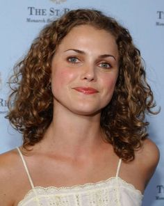 See her hair evolution from 'Felicity' to 'The Americans' Keri Russell, Hair Evolution, Happy 40th, American Actress, Naturally Curly, Her Hair, Style Icons, Hair Inspiration, Curly Hair Styles