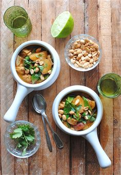 Massaman curry - looks similar to Thai Mango? Cooking Recipes, Healthy Recipes, Seafood Recipes, Vegetarian Recipes, Chicken Recipes, Chicken Massaman Curry, Tasty Thai, Good Food, Yummy Food