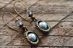 Boucles d'oreilles Pendant à Cabochon Bleu Gris et perle de verre  long environ 5 cm
