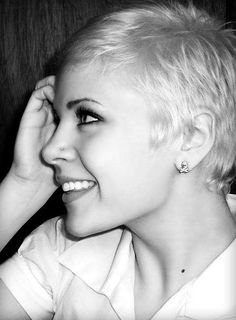 HAIRXSTATIC: Crops & Pixies - Short platinum pixie, don't love this one but many more to check out.