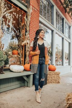 The perfect fall outfit combination: striped cardigan with jeans and booties. Fall Fashion Outfits, Casual Outfits, Cute Outfits, Fashion Clothes, Womens Fashion, Loose Braid Hairstyles, Updo Hairstyle, Prom Hairstyles, Messy Braids