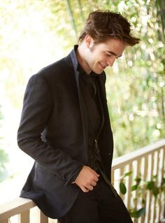 Robert Pattinson. His smile :) o Rob love it. This is like THE cutest pic of Rpatz