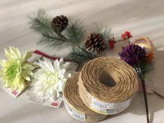 100均DIY♪簡単おしゃれな【正月飾り,しめ縄リースの作り方】ダイソーの紙紐でわら要らずなのに本物みたい!All100均材料で手作り♪ | 雪見日和 Ikebana Flower Arrangement, Flower Arrangements, New Year's Crafts, Diy And Crafts, Quilling Paper Craft, Paper Crafts, Japanese New Year, New Years Decorations, Craft Party