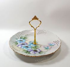 Hey, I found this really awesome Etsy listing at https://www.etsy.com/listing/217694815/pretty-hand-painted-floral-reticulated-1