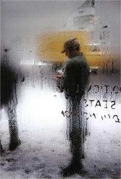 Poesia Visual Urbana: em meio à agitação da cidade, Leiter capturou muitos momentos calmos e belos do cotidiano
