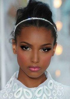 Amandelvormige ogen creeren met make-up