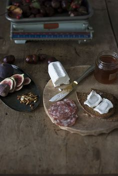 bread with figs and goat cheese.