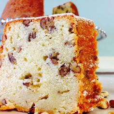 Butter Pecan Pound Cake Full of pecans Enjoy this buttery rich pound cake at any gathering. A favorite among pound cake lovers. Serves up to 18 people.
