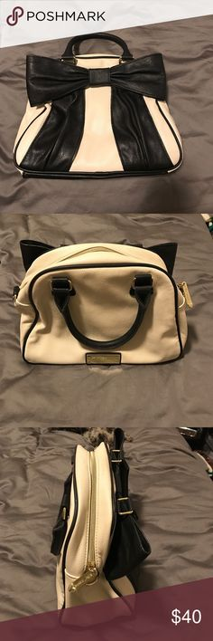 Betsey Johnson Bow Purse New condition! Betsey Johnson Bags