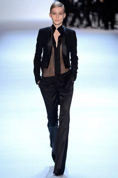 Akris Parigi - Collections Fall Winter - Shows - Vogue. Fashion Week, Love Fashion, Runway Fashion, Fashion Show, Fashion Design, Review Fashion, Cooler Look, Dandy, Swagg