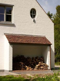Old Burgundian Tiles. Vandemoortel, Zarren - Belgium houthok