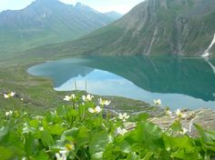 Wouldn't you like to Sit back and Relax at such a serene place with your loves ones.  ~ Vishansar Lake.