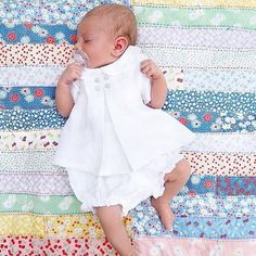 😍 We are loving the crisp simple white outfit and we think it's just perfect for summer! Baby Girl Dresses, Girl Outfits, Newborn Coming Home Outfit, Baby Box, White Outfits, Trendy Baby, Baby Headbands, Beautiful Babies, Cute Babies