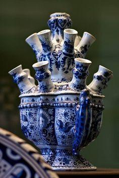 Tulip vase in Delft blue