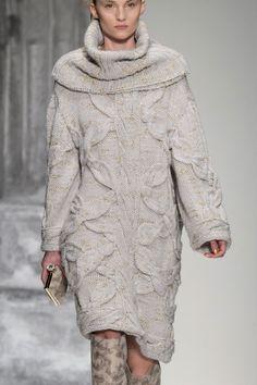 Laura Biagiotti at Milan Fall 2015 (Details)
