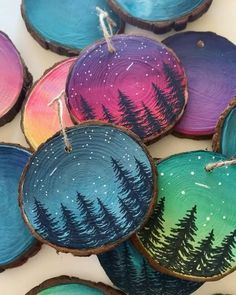 Christmas Ornament Crafts, Wood Ornaments, Diy Christmas Gifts, Christmas Art, Christmas Projects, Holiday Crafts, Christmas Decorations, Wood Slice Crafts, Wood Burning Crafts